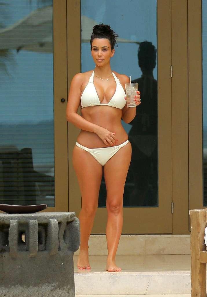Kim-Kardashian-bikini-03