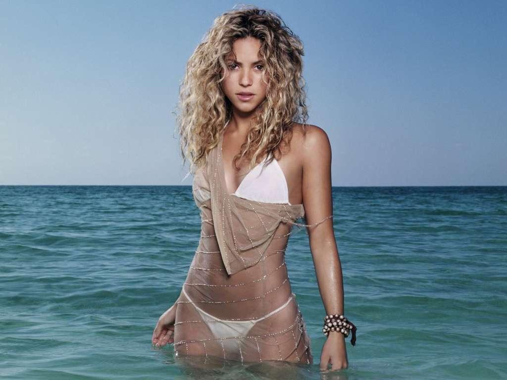 Shakira-Bikini