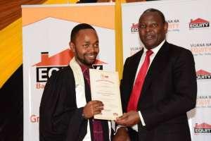 Vijana na Equity Winner wih Mwangi