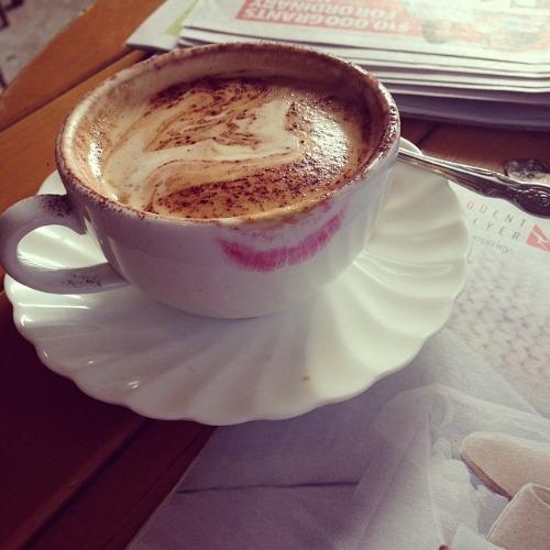 lipstick-mark-coffee-cup1