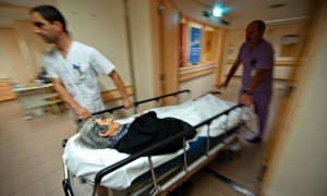 old-woman-on-stretcher-012